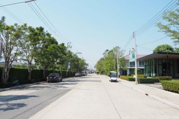 พฤกษาวิลล์ 88 ศาลายา ถนนเข้าโครงการกว้าง