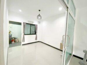 สามพรานวิลล์ บ้านมือสอง กั้นห้องกระจกสำหรับรับประทานอาหาร