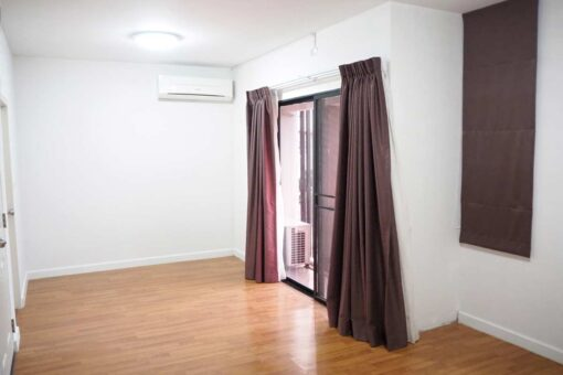 บ้านฟ้ากรีนเนอรี่ ปิ่นเกล้า-สาย 5 ทาวน์เฮ้าส์มือสอง ศาลายา ห้องนอน Master Bedroom พร้อมแอร์