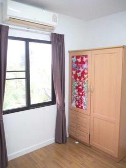 บ้านฟ้ากรีนเนอรี่ ปิ่นเกล้า-สาย 5 ทาวน์เฮ้าส์มือสอง ศาลายา ห้องนอนพร้อมตู้เสื้อผ้า