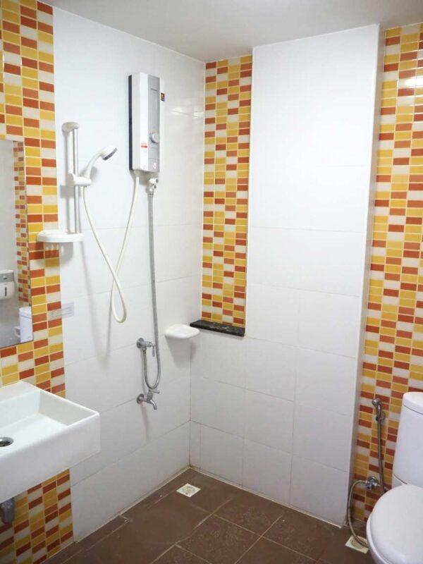 บ้านฟ้ากรีนเนอรี่ ปิ่นเกล้า-สาย 5 ทาวน์เฮ้าส์มือสอง ศาลายา ห้องน้ำชั้นบน พร้อมเครื่องทำน้ำอุ่น