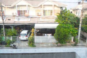 หมู่บ้าน มณฑล 6 มุมมองหน้าบ้านจากห้องนอน