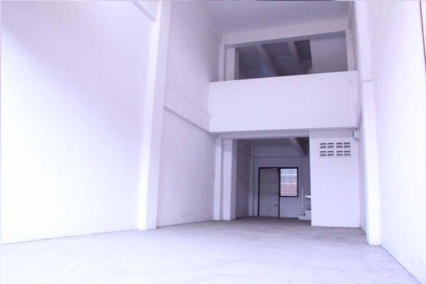 ขายอาคารพาณิชย์ 3 ชั้นครึ่ง ใกล้นิคมโรจนะ สภาพดี