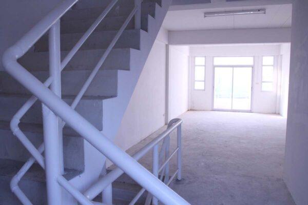 ขายอาคารพาณิชย์ 3 ชั้นครึ่ง ใกล้ตลาด