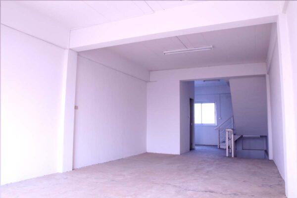 ขายอาคารพาณิชย์ 3 ชั้นครึ่ง ใกล้โรงพยาบาล