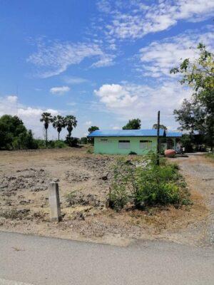 ขายที่ดิน สองพี่น้อง ตำบลเนินมะปราง ที่ดินถมแล้วติดถนนลาดยาง ด้านหลังติดคลอง ใกล้ชุมชน มีน้ำไฟพร้อมใช้