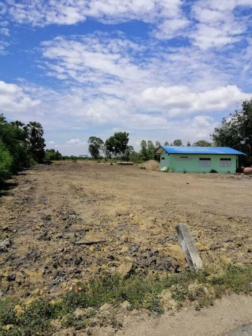 ขายที่ดิน สองพี่น้อง ตำบลเนินมะปราง ที่ดินถมแล้วติดถนนลาดยาง ด้านหลังติดคลอง พร้อมบ้าน 1 หลัง