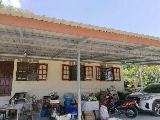 ขายบ้านพร้อมที่ดิน สุพรรณบุรี ต่อเติมหลังคาจอดรถ