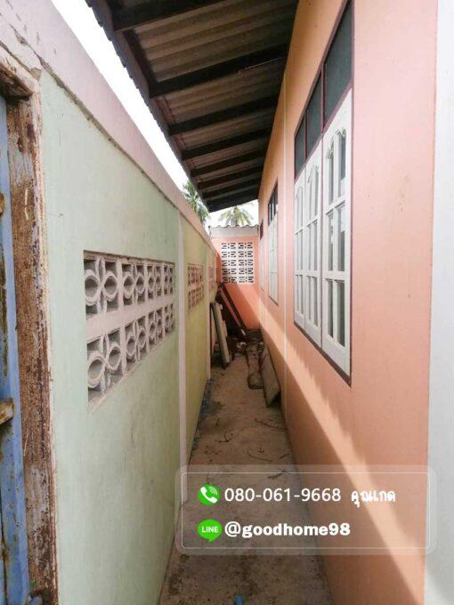 ขายบ้านพร้อมที่ดิน สุพรรณบุรี อู่ทอง 194.5 ตรว. ใกล้ถนนมาลัยแมน มีรั้วล้อมรอบบ้าน หลังบ้านมีประตูเหล็ก