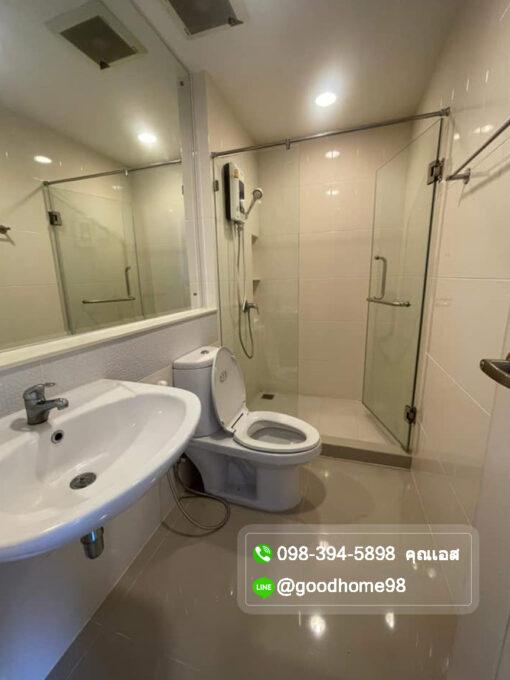ทาวน์โฮมใกล้ รถไฟฟ้า บ้านกลางเมือง รัตนาธิเบศร์ ห้องน้ำพร้อมกระจกกั้นโซน