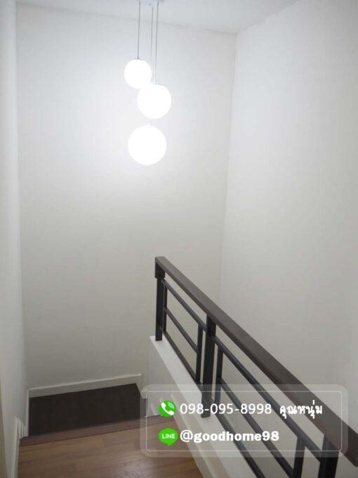 ทาวน์เฮ้าส์มือสอง ศาลายา บ้านฟ้ากรีนเนอรี่ สาย 5 โคมไฟห้อย ตรงบันได เปิดปิดได้สองทาง
