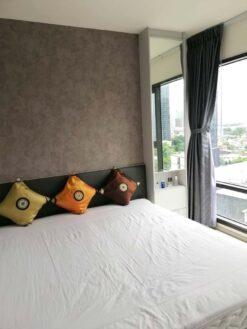 คอนโดให้เช่า Rhythm Sukhumvit 36-38 คอนโดใกล้ BTS ทองหล่อ ตกแต่งพร้อมอยู่ เตียงนอน ที่นอน