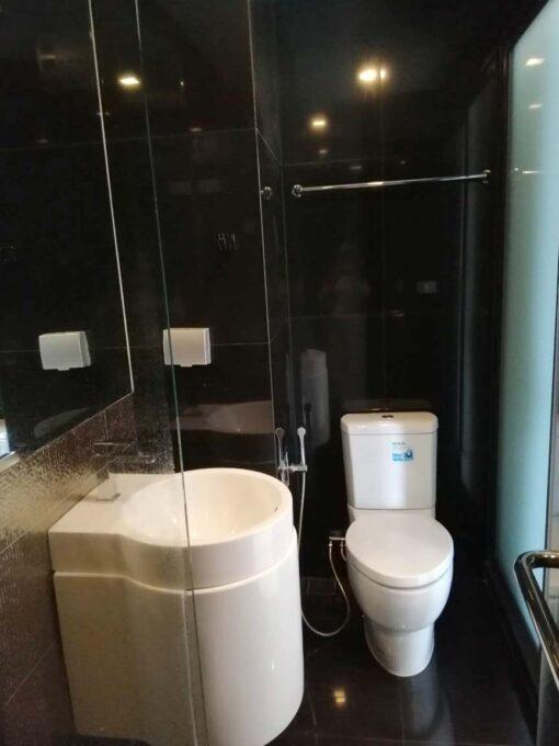คอนโดให้เช่า Rhythm Sukhumvit 36-38 คอนโดใกล้ BTS ทองหล่อ ตกแต่งพร้อมอยู่ ห้องน้ำ