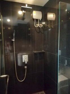 คอนโดให้เช่า Rhythm Sukhumvit 36-38 คอนโดใกล้ BTS ทองหล่อ ตกแต่งพร้อมอยู่ ห้องน้ำ พร้อมเครื่องทำน้ำอุ่น