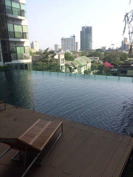 คอนโดให้เช่า Rhythm Sukhumvit 36-38 คอนโดใกล้ BTS ทองหล่อ สระว่ายน้ำส่วนกลาง